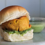 Come fare il Vada Pav, il burger di patate indiano